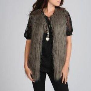 🌿Hawke & Co Grey Faux Fur Vest Size Medium🌿